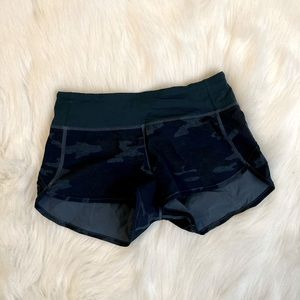 Women Lululemon camo shorts